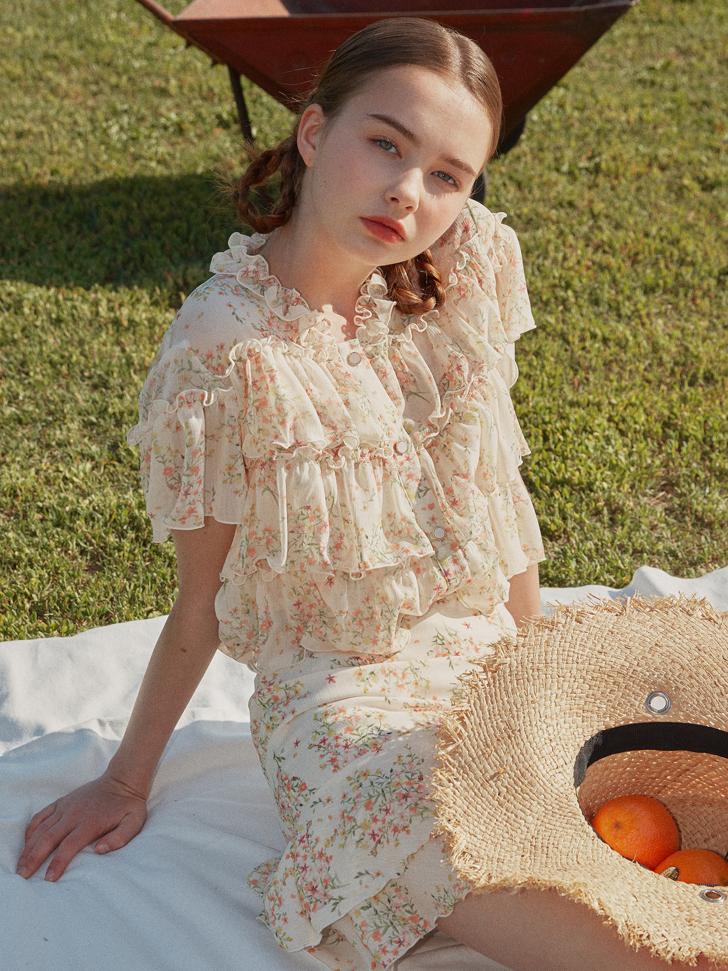 [SET] V-neck flower frill blouse_apricot & Flower frill layered skirt_apricot