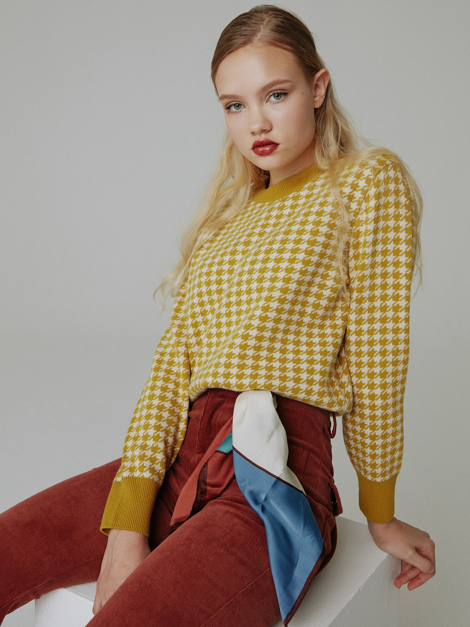 Round neck houndtooth knit_mustard